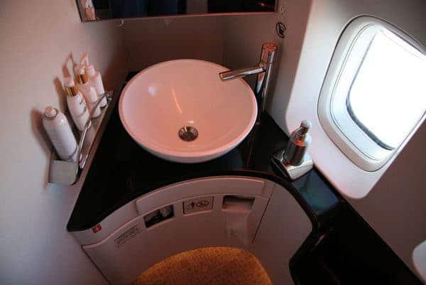 Sécurité toilettes, bombe ou asphyxie