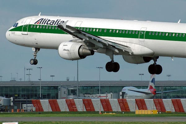 Alitalia lache Air France.