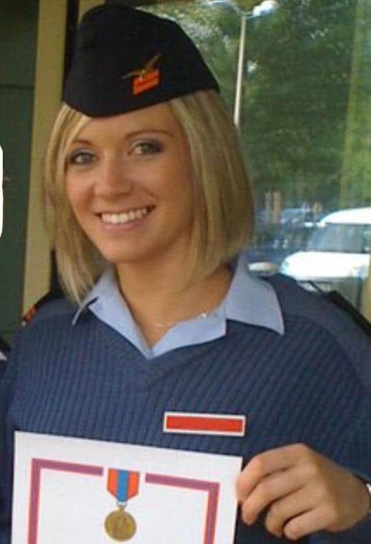 Devenez hôtesse de l'air militaire