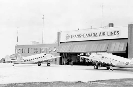 Première hôtesse de l'air canadienne