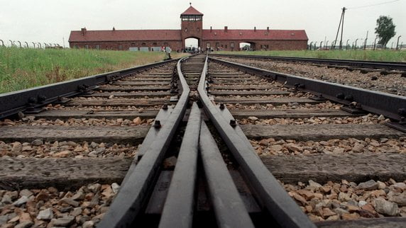 Ryanair à Auschwitz-Birkenau