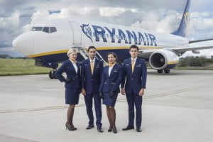 hotesse de l'air et stewards Ryanair