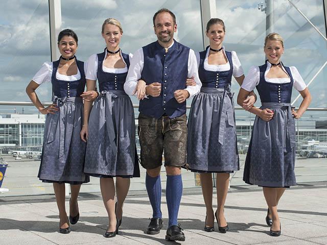 Hôtesse de l'air Lufthansa et la fête de la bière