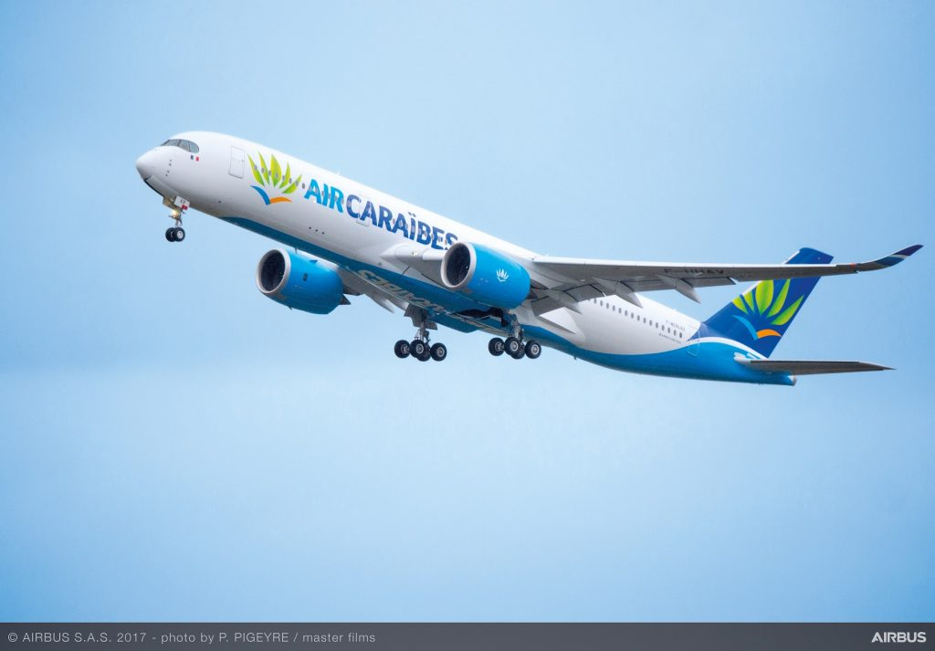 Air Caraibes, premier vol commercial